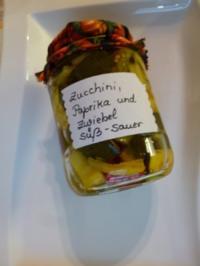 Zucchini- süß-sauer, mit Paprika und Zwiebeln - Rezept