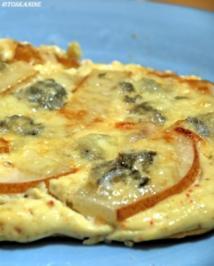 Flammkuchen mit Birne und Gorgonzola - Rezept