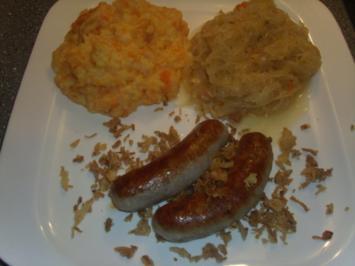 Bratwürste mit Schmorkraut und Kartoffel-Möhrenpüree - Rezept