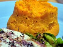 Schollenfilet auf Rosenkohl-Mandel-Bett, dazu Süßkartoffelpüree - Rezept