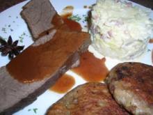 Hirschrückenbraten an weihnachtlicher Sauce, Rahmspitzkohl und Walnuss-Kartoffel-Plätzchen - Rezept