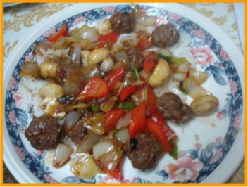 Mettbällchen-Gemüsewok - Rezept