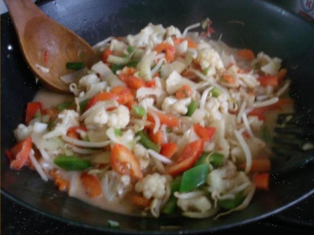 Hähnchennuggets mit Sellerie-Kartoffelstampf und Wok-Gemüse - Rezept - Bild Nr. 15