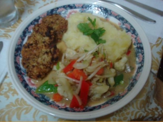 Hähnchennuggets mit Sellerie-Kartoffelstampf und Wok-Gemüse - Rezept - Bild Nr. 16