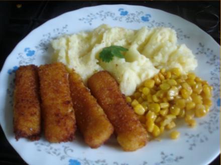 Fischstäbchen mit Sellerie-Kartoffelstampf und Buttermais - Rezept