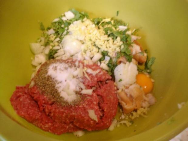 Korianderbuletten mit Sellerie-Kartoffelstampf und Erbsen mit Möhren - Rezept - Bild Nr. 3