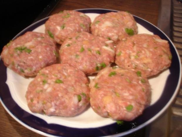 Korianderbuletten mit Sellerie-Kartoffelstampf und Erbsen mit Möhren - Rezept - Bild Nr. 5