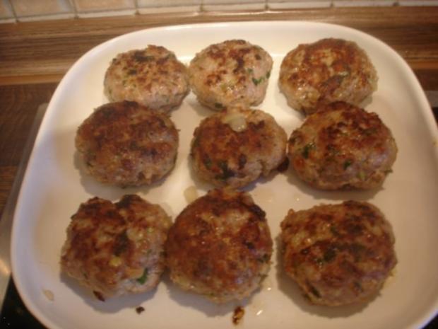 Korianderbuletten mit Sellerie-Kartoffelstampf und Erbsen mit Möhren - Rezept - Bild Nr. 9
