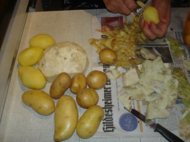 Korianderbuletten mit Sellerie-Kartoffelstampf und Erbsen mit Möhren - Rezept - Bild Nr. 11