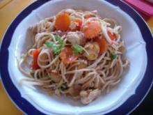 Chinesische Nudeln mit Hähnchenbrustfilet und Gemüse - Rezept