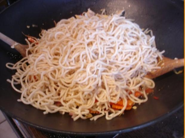 Chinesische Nudeln mit Hähnchenbrustfilet und Gemüse - Rezept - Bild Nr. 15