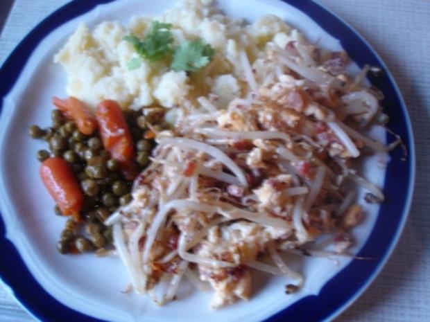 - Exotisches - Rührei mit Sellerie-Kartoffelstampf und Erbsen mit Möhren - Rezept - Bild Nr. 3