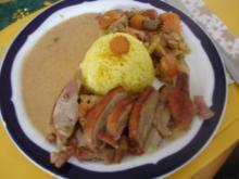 Knusper-Ente mit buntem Gemüse, Erdnusssauce und gelben Reis - Rezept