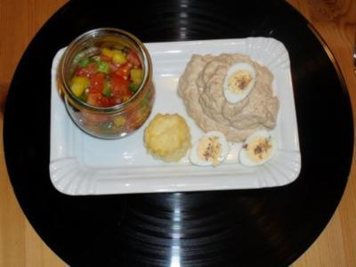 Thunfischcreme an Blätterteigblüten - Rezept