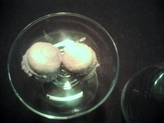 Heidelbeer Macarons mit Buttercremefüllung - Rezept - Bild Nr. 2