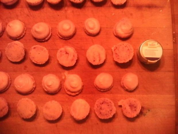 Heidelbeer Macarons mit Buttercremefüllung - Rezept - Bild Nr. 4