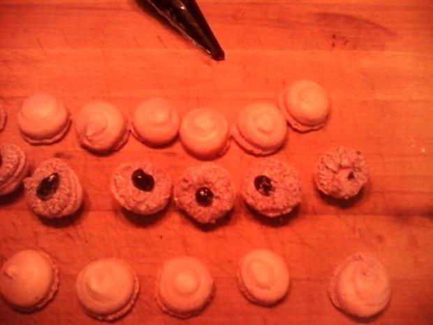 Heidelbeer Macarons mit Buttercremefüllung - Rezept - Bild Nr. 5