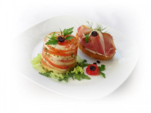 Tomaten-Mozzarella- Terrine mit Prosciutto Crostini - Rezept - Bild Nr. 2