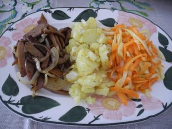 Vegan : Warmen Kartoffelsalat mit Seitan - Zwiebel - Gyros und Apfel - Karotten - Salat - Rezept