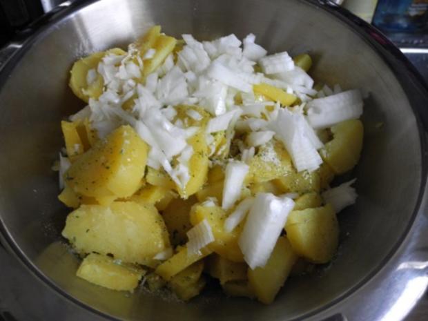 Vegan : Warmen Kartoffelsalat mit Seitan - Zwiebel - Gyros und Apfel - Karotten - Salat - Rezept - Bild Nr. 10