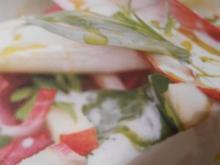 süßer Birnen-Apfel-Salat mit Chicoree und Käse-Dressing - Rezept