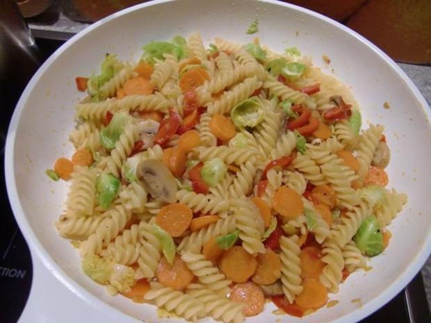 Gemüsepfanne mit Nudeln - Rezept - Bild Nr. 13