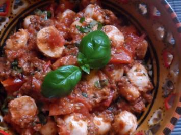 Vorspeisen: Mozzarella mit karamellisierten Ofen-Tomaten und Zitronen-Kapern-Pesto - Rezept
