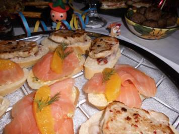 Canapés mit Filet auf Cranberry-Mayonnaise>> - Rezept