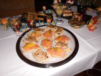 Canapés mit Lachs auf Orangenbutter>> - Rezept