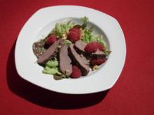 Warmer Rehrücken an Blattsalaten mit Himbeeren-Vinaigrette - Rezept