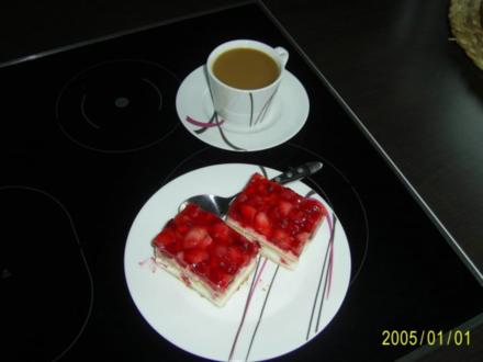 Kuchen: Fruchtige Erdbeer-Joghurt-Schnitten - Rezept