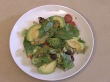 Salat mit Avocado (Kim Sanders) - Rezept