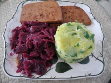 Vegan : Petersilien - Kartoffel - Brei mit Apfelrotkohl und Leberkäse - Rezept