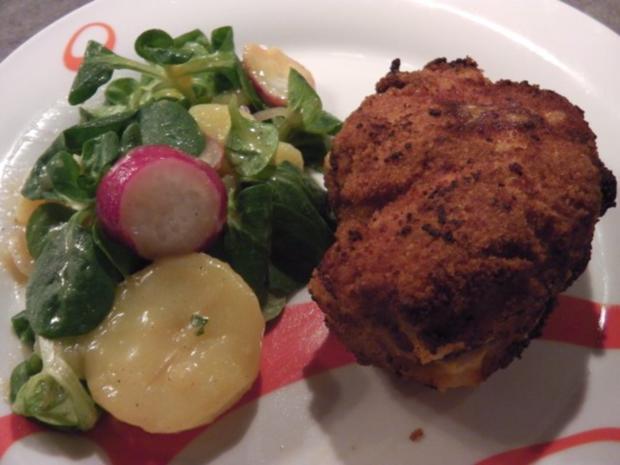 Stubengeheimnis vom Huhn mit Wiener Erdäpfel-Vogerlsalat - Rezept - Bild Nr. 2