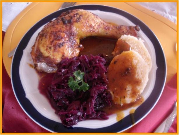 Knusprige Hähnchenschenkel mit Sauce, Gourmet-Rotkohl  und tschechischen Hefeknödeln - Rezept - Bild Nr. 11