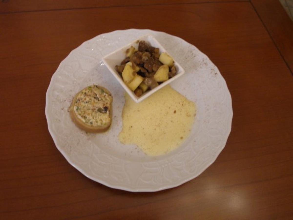 Bilder für Süßer Saumagen mit karamellisiertem Apfel-Maronen-Salat und kalter Bacchus-Sabayone - Rezept