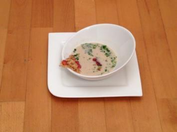 Pfälzer-Pesto-Suppe mit Walnuss, Parmesan und Pata Negra-Streifen - Rezept