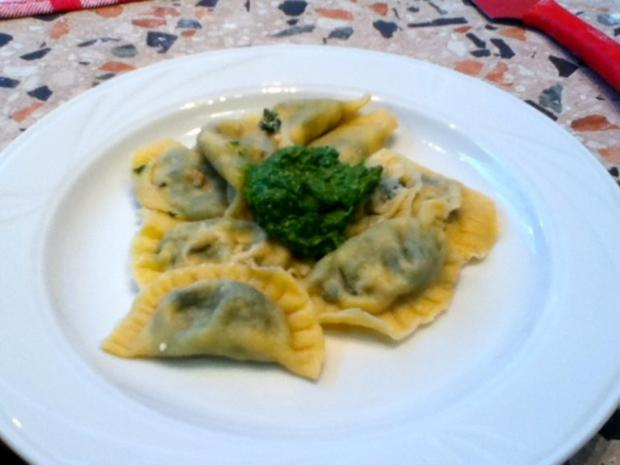 Ravioli mit Spinat-Ricotta-Parmesan-Füllung - Rezept