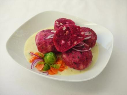 Rote-Bete Knödel mit Meerrettich-Sahne-Sauce - Rezept