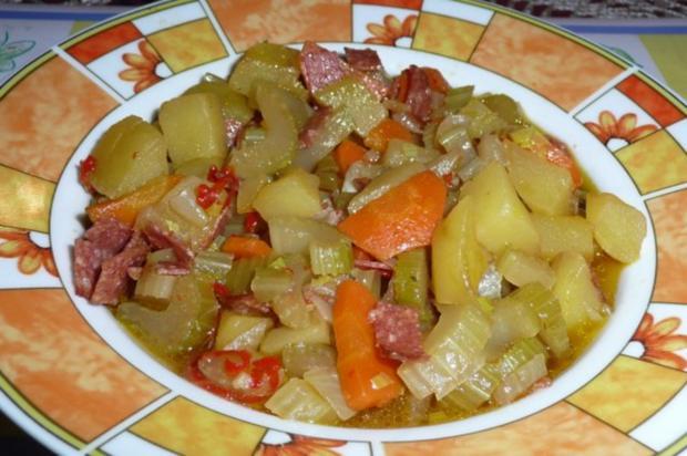 Eintopf: Staudensellerie mit Möhren und Kartoffeln - Rezept