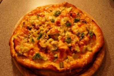 Scharfe Pizza mit Stangensellerie - Rezept