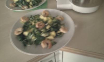 Rezept: Feldsalat mit Mango, Avocado und Garnelen