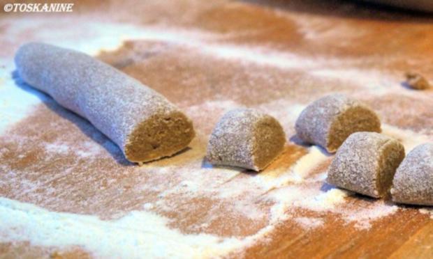 Kastanien-Gnocchi mit Salbei-Butter-Sauce - Rezept - Bild Nr. 9