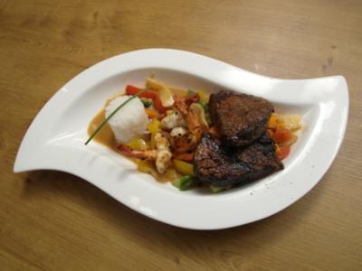 Komposition aus Fleisch und Fisch auf Thai-Curry - Rezept