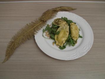 Ravioli gefüllt mit Ricotta, Ziegenkäse und Kräuter der Provence auf Rucola mit Pinienkern - Rezept