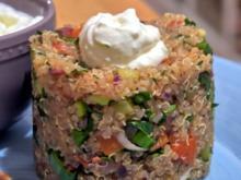 Bunter Quinoa mit Bouletten und Knoblauch-Limetten-Dip - Rezept