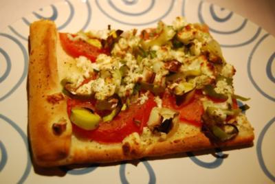 Lauchpizza mit Feta und Tomaten - Rezept