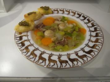 Rinderkraftbrühe mit Markklößchen und Gemüseeinlage - Rezept