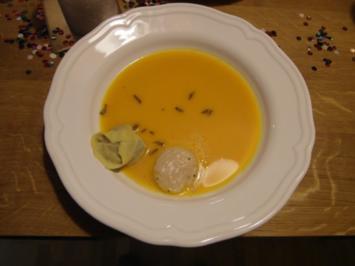 Velouté vom Butternusskürbis und Safrantortellini mit weißer-Trüffel-Pilz-Füllung - Rezept