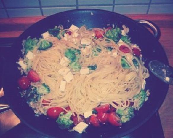 Spaghetti mit Broccoli-Röschen und Cocktailtomaten in Cognac-Sahne-Soße - Rezept - Bild Nr. 2